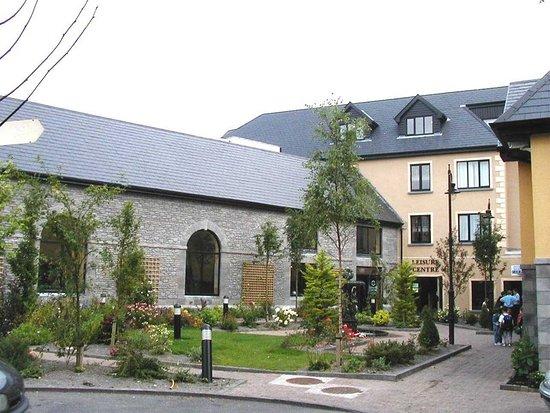 The Castlecourt Hotel: garden