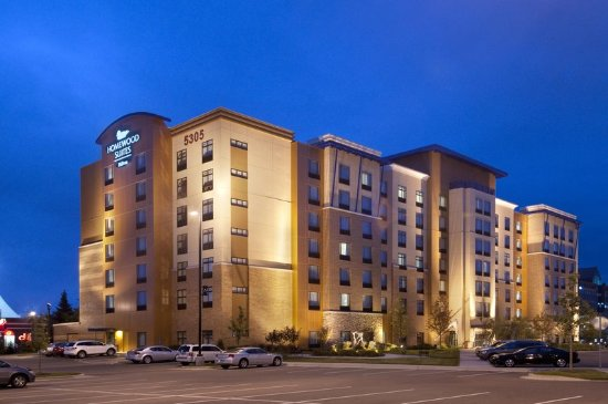 Homewood Suites Minneapolis - St Louis Park at West End: Hotel Exterior at Night