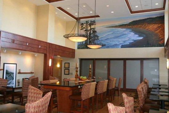 Hampton Inn and Suites Arcata, CA: Lobby