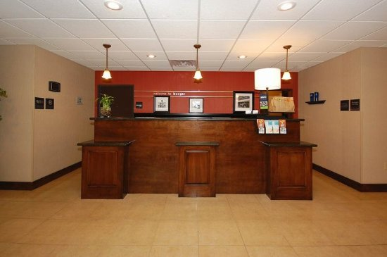 Hampton Inn & Suites Borger : Front Desk