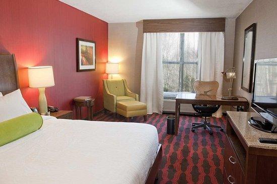Preston, CT: King Room Amenities