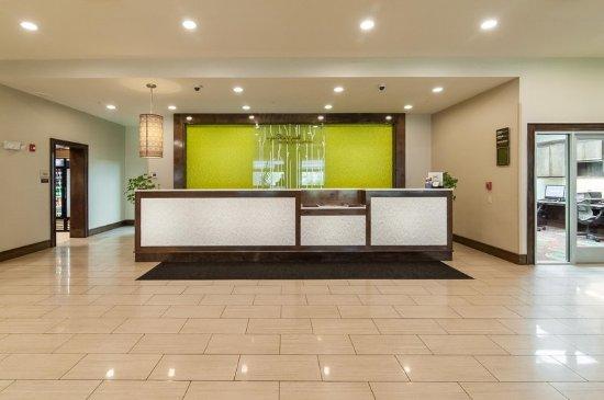 Preston, CT: Hotel Front Desk