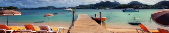 Pinel Island, St Martin / St Maarten: Walking down from the top of the island to one of 3 beaches on my way to Karibuni for fresh lost