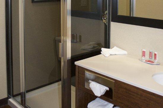 Fox Creek, Canada: Bathroom