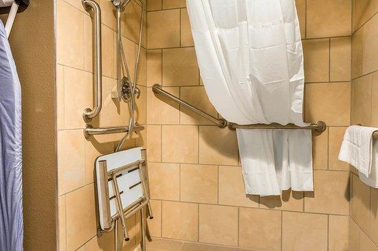 Belle Vernon, PA: Bathroom