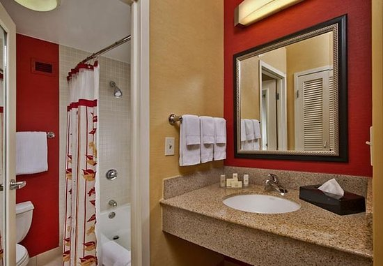 Willow Grove, Pensilvania: Guest Bathroom Vanity