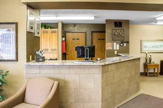 Sioux Center, IA: Front Desk