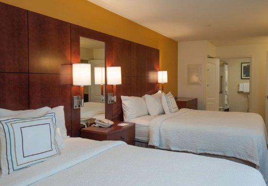 West Greenwich, RI: Queen/Queen One-Bedroom Suite