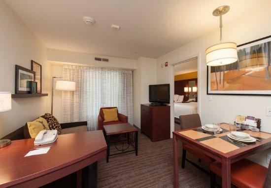 West Greenwich, RI: Queen/Queen One-Bedroom Suite Living Area