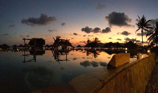 Novotel Lombok: Pool at sunset