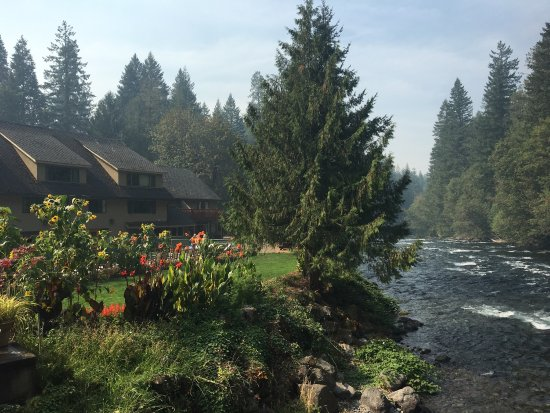 McKenzie Bridge, OR: Belknap Hot Springs Lodge and Gardens