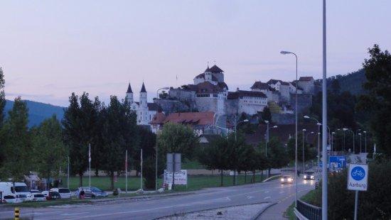 Aarburg, Suisse : Droga do Zamku