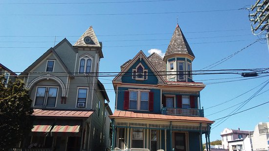 Cape May Carriage Company : More beautiful homes you pass