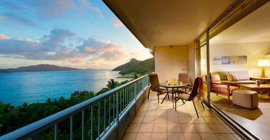 Whitsunday Apartments Hamilton Island: Sunrise from SeaView Apartment