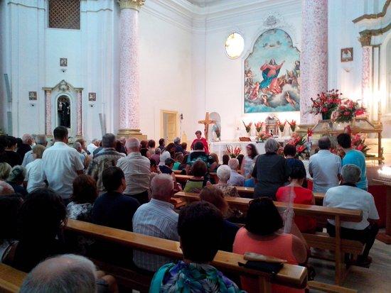 Sessano del Molise, Italie : L'interno della chiesa