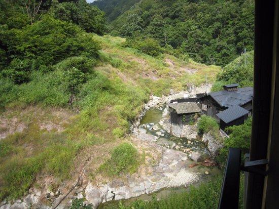 Yuzawa, Japan: 露天風呂と渓流