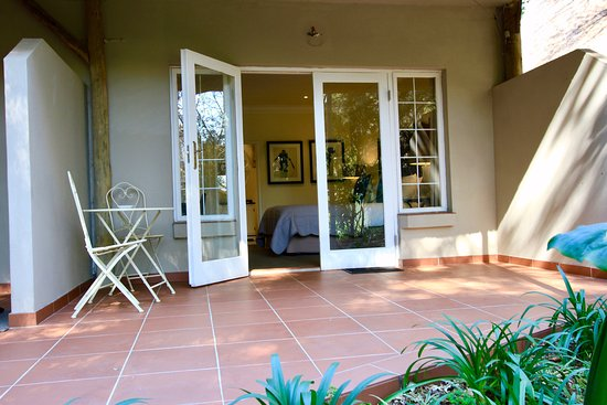 Melrose Place Guest Lodge: Private Patio