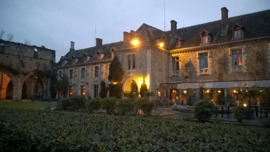 Abbaye des vaux de cernay hotel cernay la ville for Comparateur de hotel