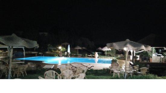 Fucecchio, Italien: La piscina principale vista di sera (purtroppo qualità della foto bassa)