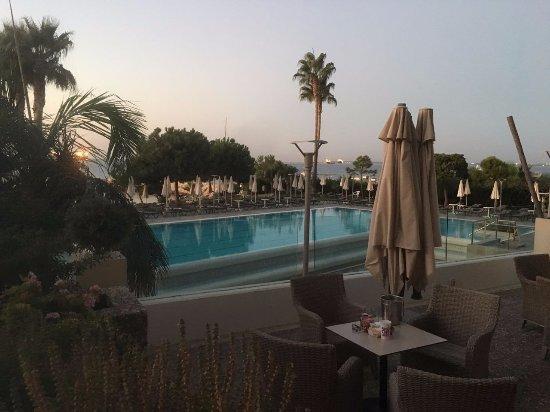 Crowne Plaza Limassol: Outdoor pool