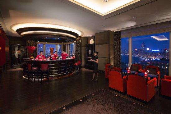 เดอะ เพนนินซูลา เซี่ยงไฮ้: Sir Elly's Bar