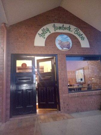 Hay, Australia: Good local bar and bistro