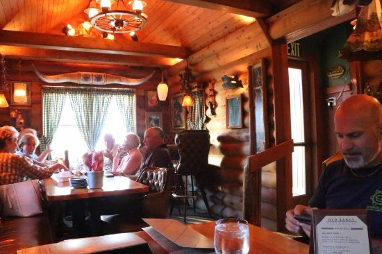 Old Range Steakhouse : sala in legno