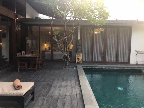 Kei Villas: Deck area