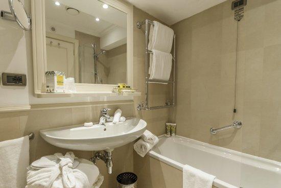 Hotel Laurus al Duomo: Bathroom, Double Room with view