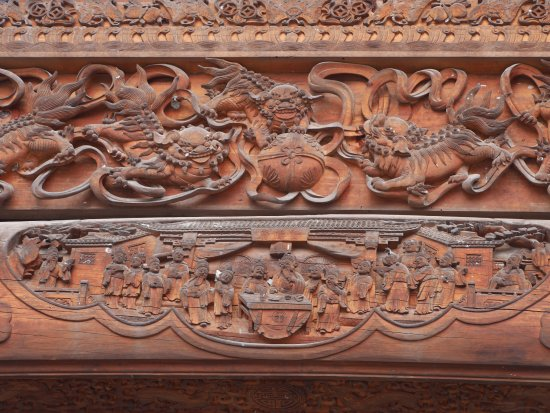 Wuyuan County, China: Fine wooden carving on top of building