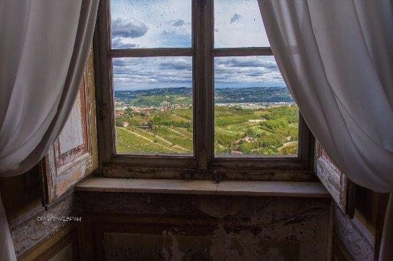 Govone, Italy: Vista da una finestra