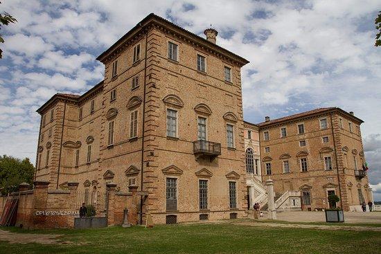 Govone, Italy: Esterno