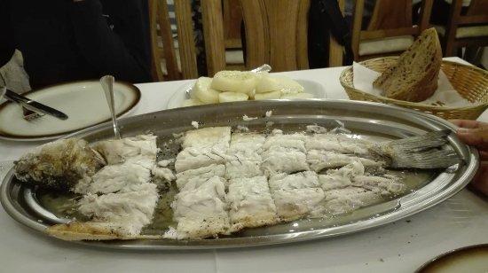 Restaurante tira do cordel en fisterra con cocina otras for Cucinare branzino 5 kg