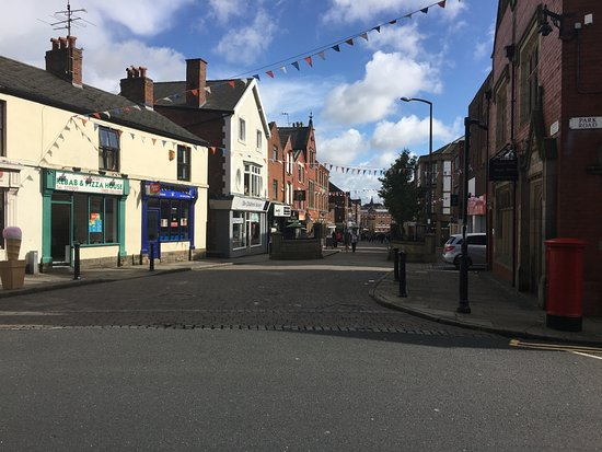 Ormskirk, UK: Great high st with an historic clock tower & church!