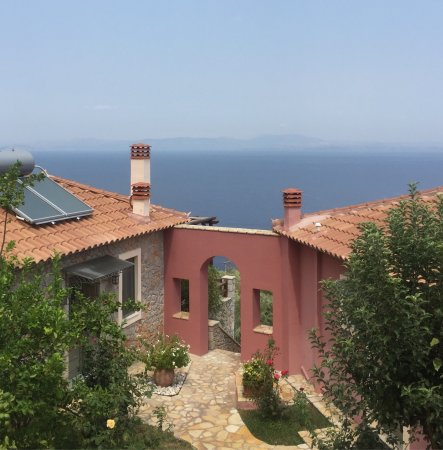 Leonidio, Greece: We were really happy hear! Wonderful view! Very helpful owner! Clean and cute house! Big pool wi