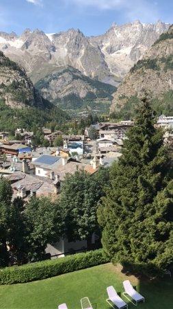 Grand Hotel Royal e Golf : Vista sul Monte Bianco