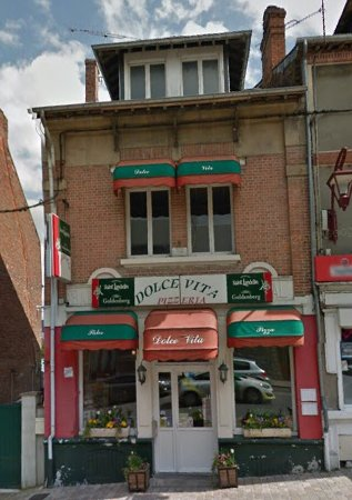 "Haybes, Frankrig: Façade de la pizzéria ""Dolce Vita""."