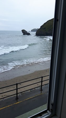 Llangrannog, UK: NW from our bedroom