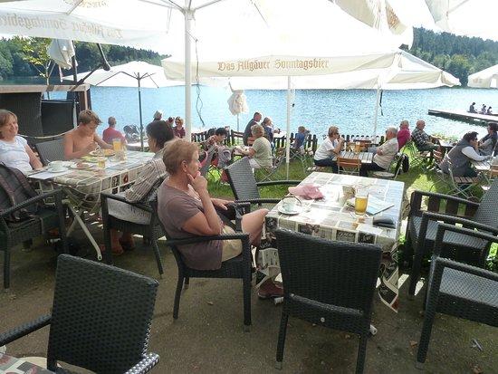 Tettnang, Jerman: rustig iets drinken rechtstreek aan de Degersee
