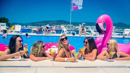 Port d'es Torrent, España: piscina y musica