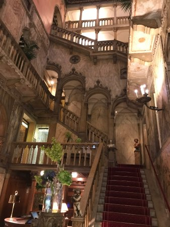Hotel Danieli, A Luxury Collection Hotel: Atrium: Hotel Danieli, Venice