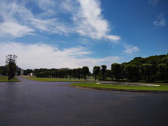 Manila American Cemetery and Memorial: Once you enter through the entrance gates, you are greeted with the immensity of this facility.