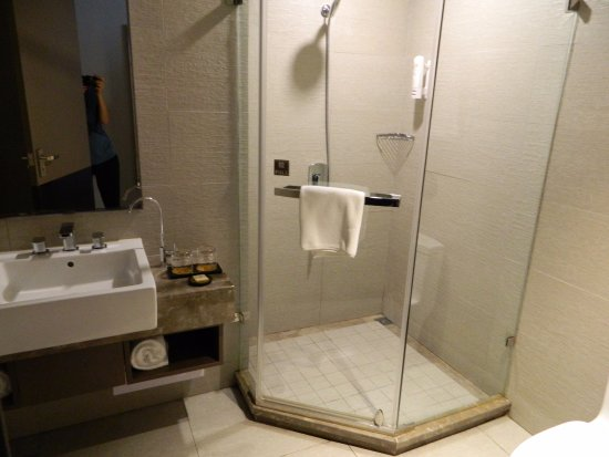 Home Inn Kunming Cuihu : Bathroom