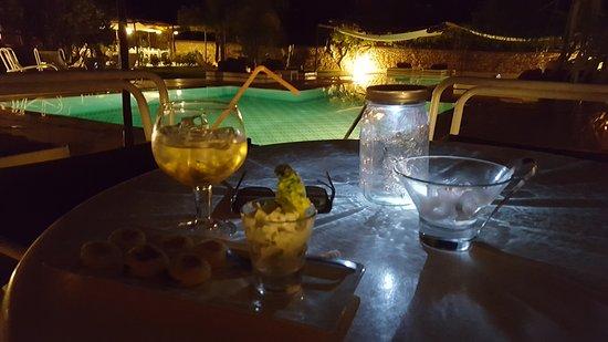 Domaine Malika: une piscine à la piscine