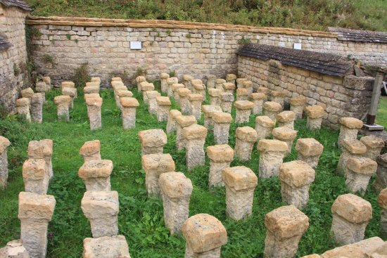 Yanworth, UK: One of two types of Hypocaust at Chedworth