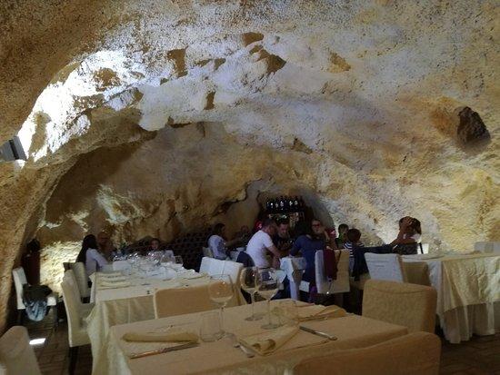 Calitri, Italia: interno ristorante