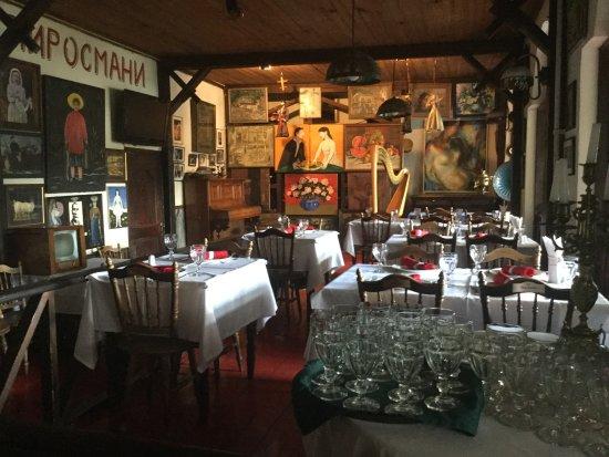 U Pirosmani: Salón