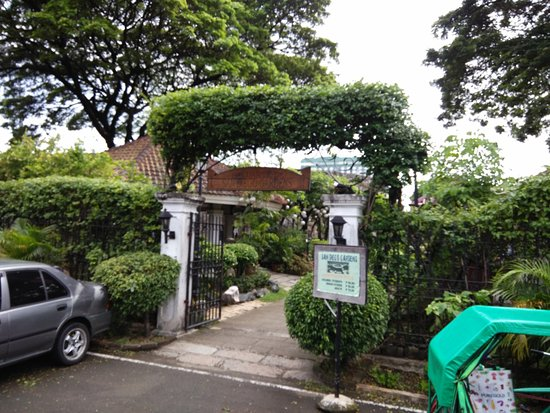 Intramuros: Entrance Into San Diego Gardens
