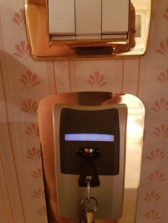 Biasutti Hotel: le coupe-circuit lors de votre absence associé à votre clé, pas de courant donc !