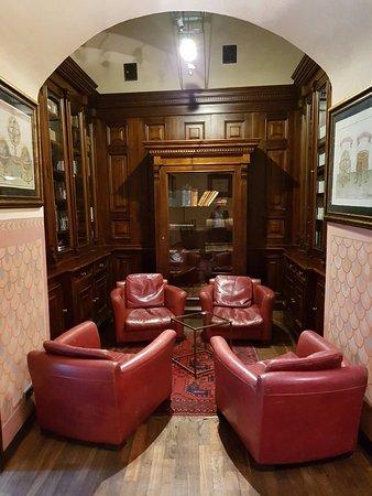 هوتل كوبرنيكوس: Un petit salon dans une salle attenante au hall principal